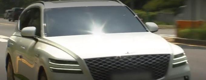 現代自動車ジェネシスGV80でエンジン不良?ハンドルがひどく揺れ異音発生